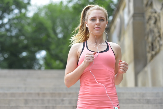 ジョギングやスポーツをしながら音楽を聴く